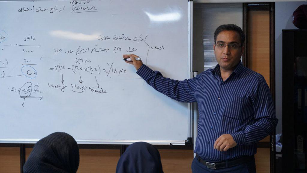 بهمن امیری مدرس دوره صفر تا صد مالیات پرشین حساب